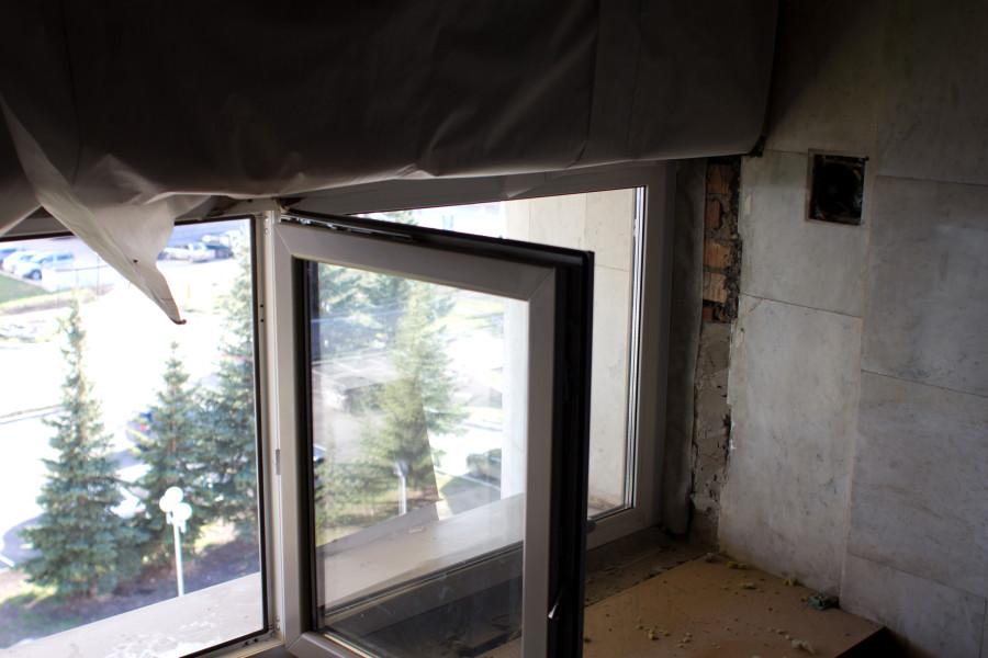 анодированные алюминиевые двойные витражи меняют на пластиковые окна