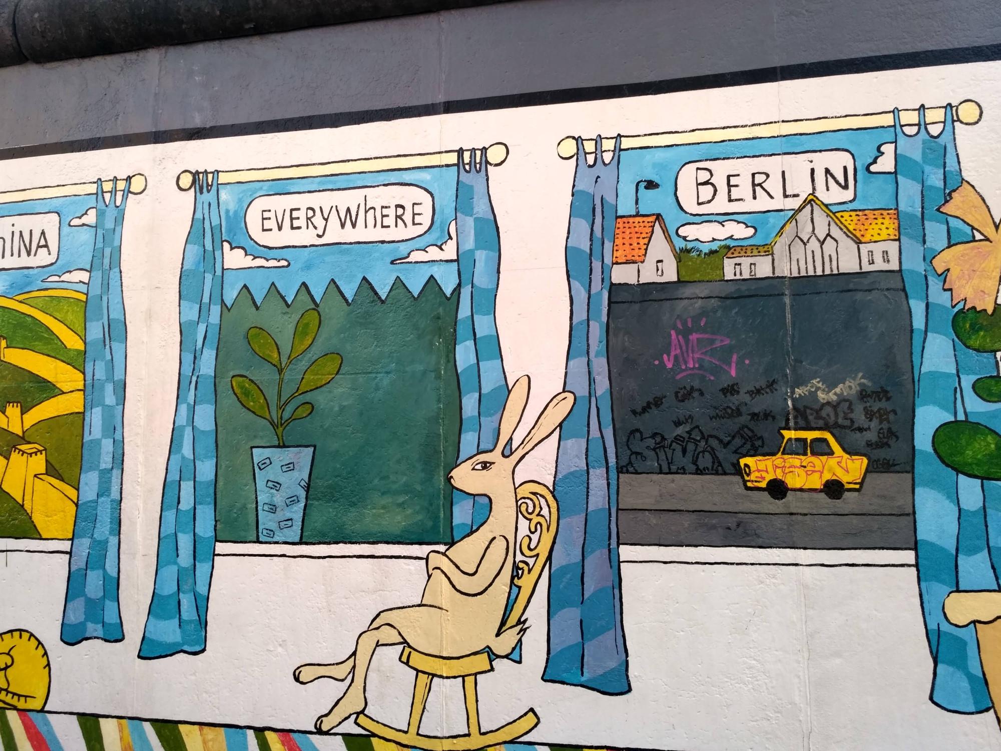 Одна из работ Берлинской стены. Вид из окна