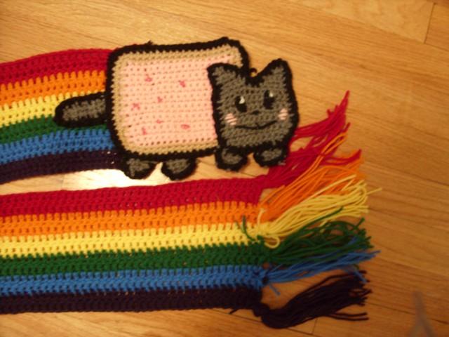 Nyan Cat Amigurumi Free Pattern : Nyan Cat Scarf - Geek Crafts