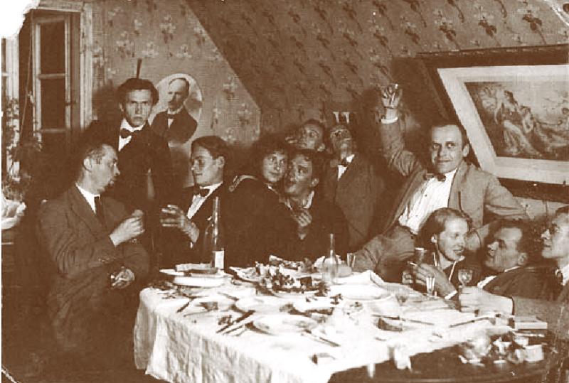 Характерная театральная вечеринка тех лет. Крайний слева Йонас Янулис, в центре Владас Диджиокас. Нач. 1920х.