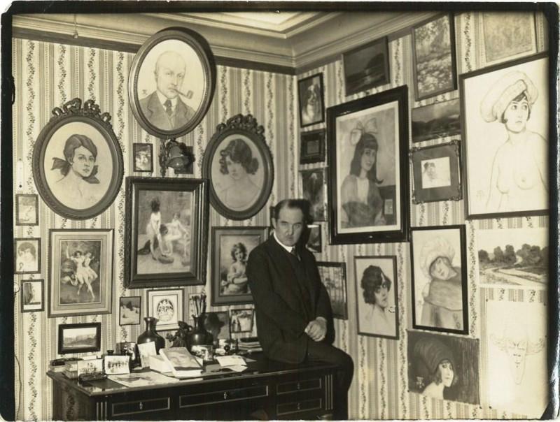Евгений Карлович Фаберже в своей парижской квартире. 1930е. Получено от В.В.Скурлова.