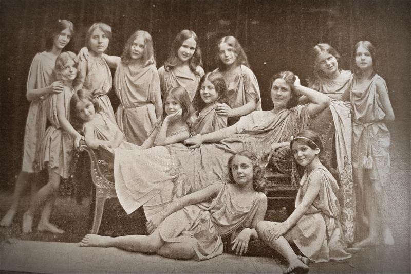 Берлинская школа А.Дункан. Ок. 1907 г. Из открытых интернет источников.