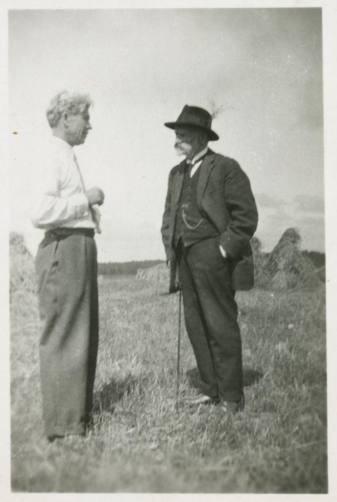 И.Р.Шведе и художник П.Калпокас. Конец 1920х гг.