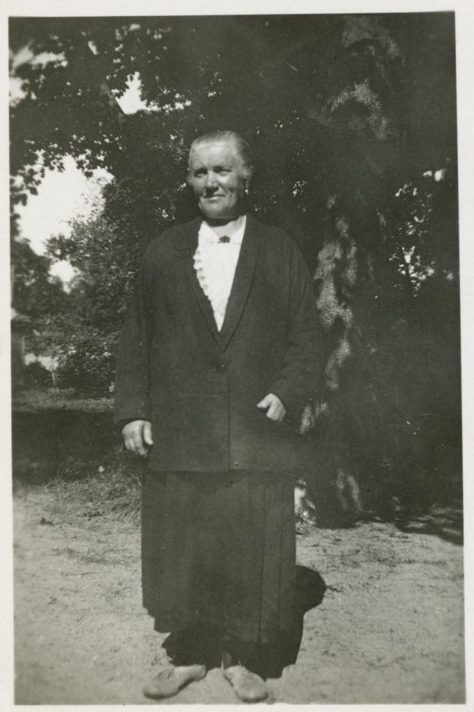 К.И.Шведе(Трапезникова), «тетя Капа». Паланга. Кон. 1930х.