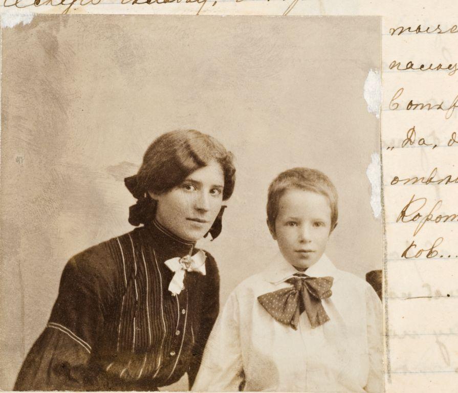 Оленька и Таня Шведе. Конец 1910х.