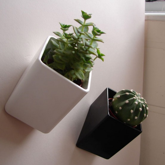 wall-mounted-flower-pots-1-554x554