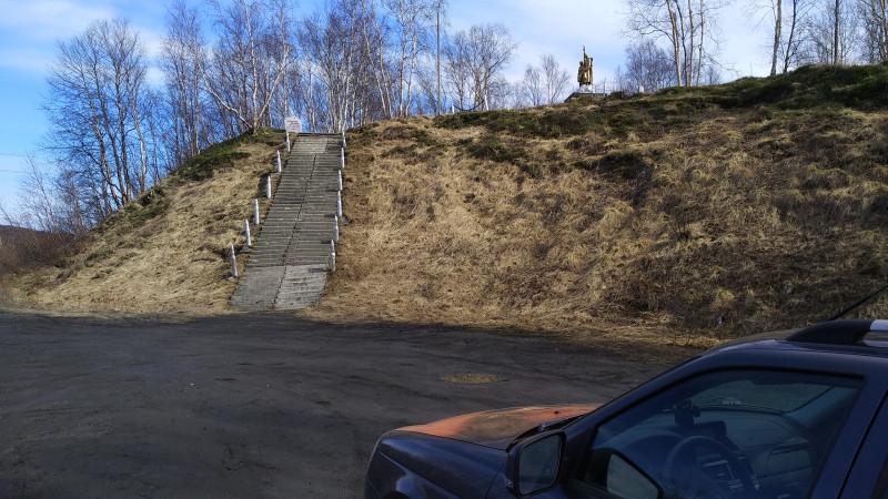 Вид на воинское захоронение 29-км дороги Лиинахамари-Никель