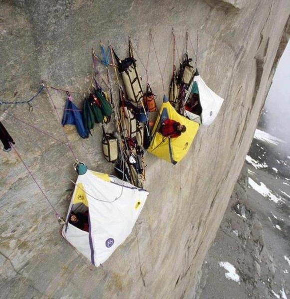 альпинисты на скале