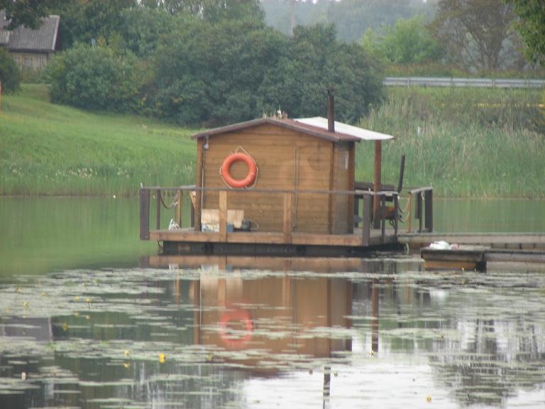 Плавучий домик
