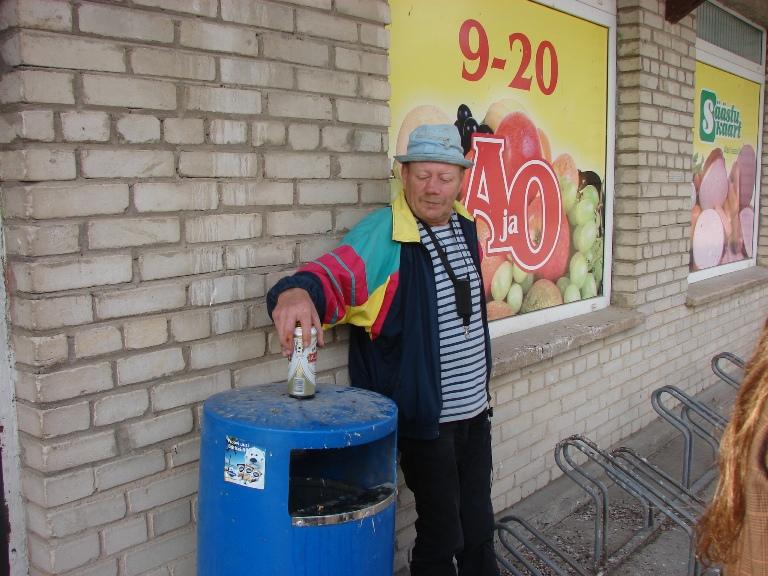 Пьяница у магазина