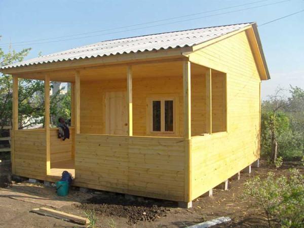 Недорогой дачный домик своими руками