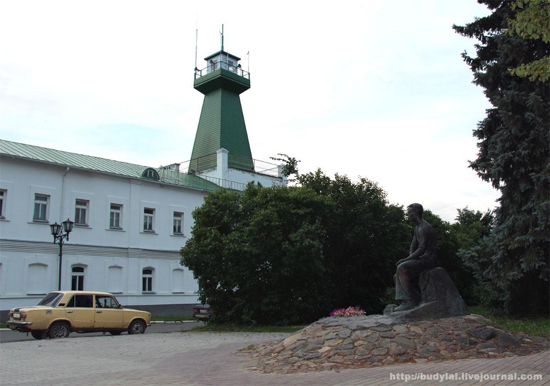 памятник-лебедеву