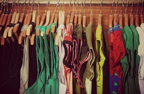 closet-clothes-donate-600