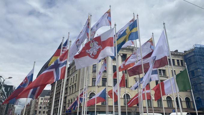 Флаги участниц государств в чемпионате мира по хоккею в Риге.