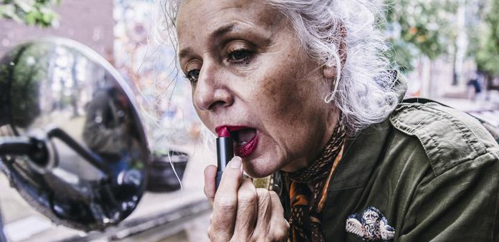 фото Женщина и одиночество в старости...