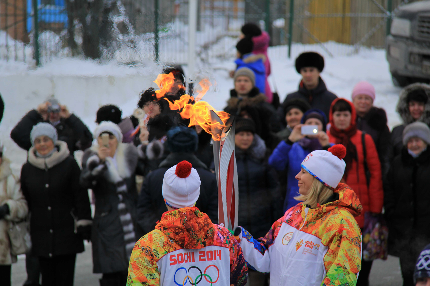 Передача эстафеты олимпийского огня2