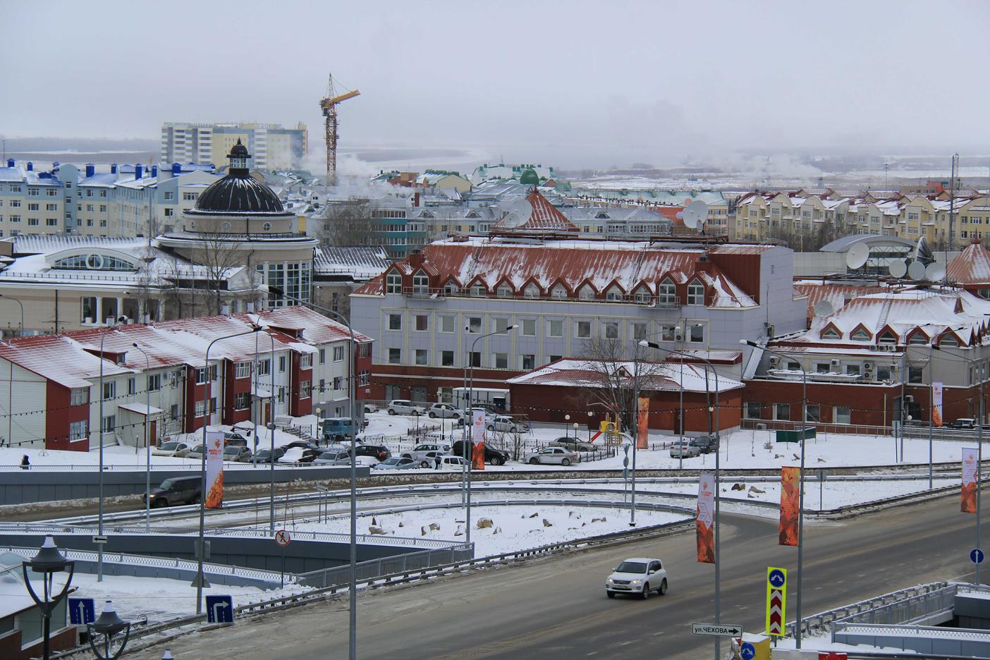 Центр Ханты-Мансийска. Вид от собора1