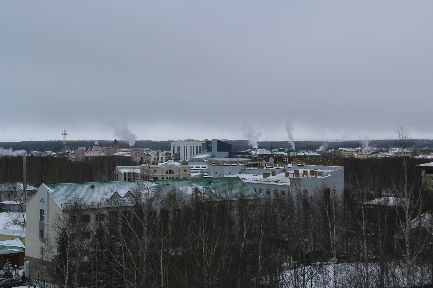 Центр Ханты-Мансийска. Вид от собора2