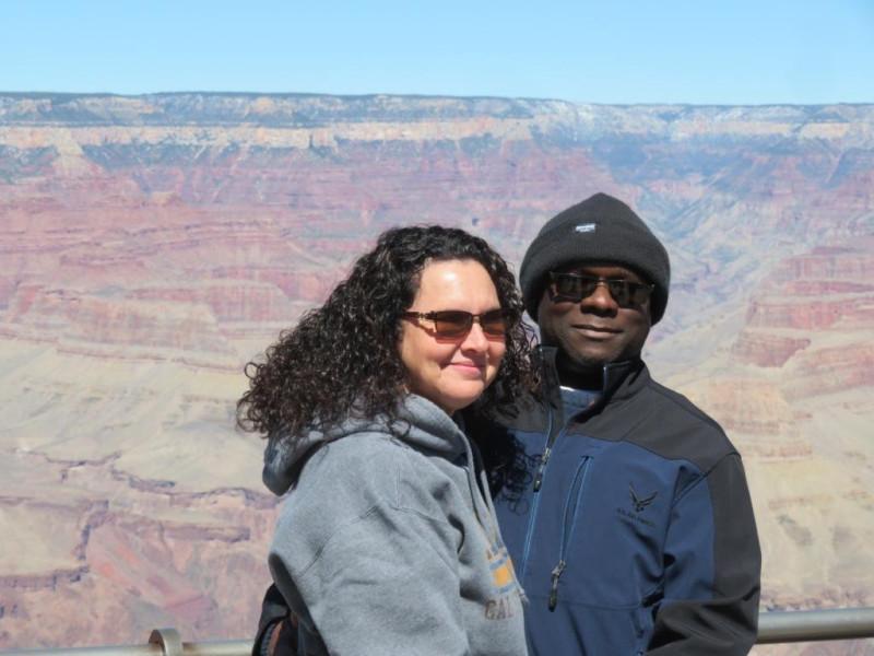 Фото 14. Чернокожий турист со своей подругой.