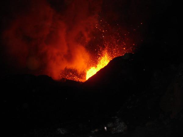 Ночное извержение Толбачика.