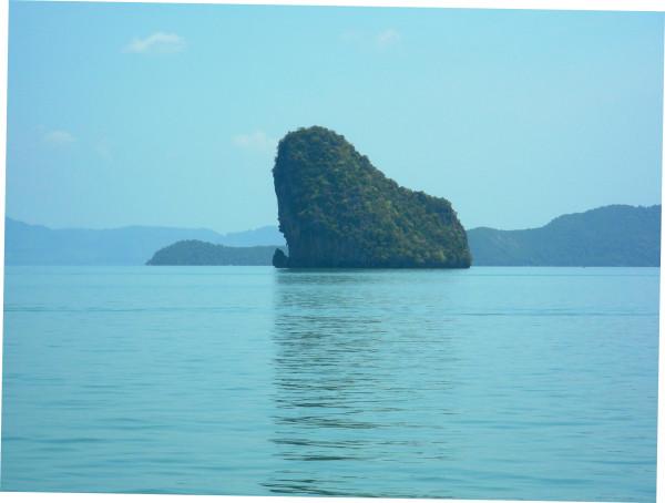 Острова и островки в Андаманском море.