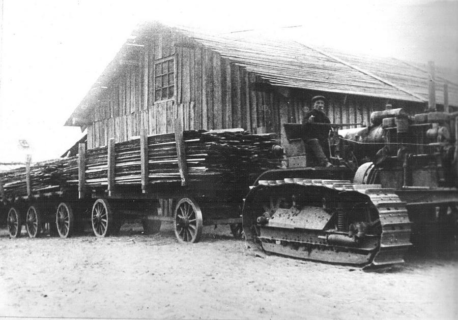 Первый трактор 1933_новый размер