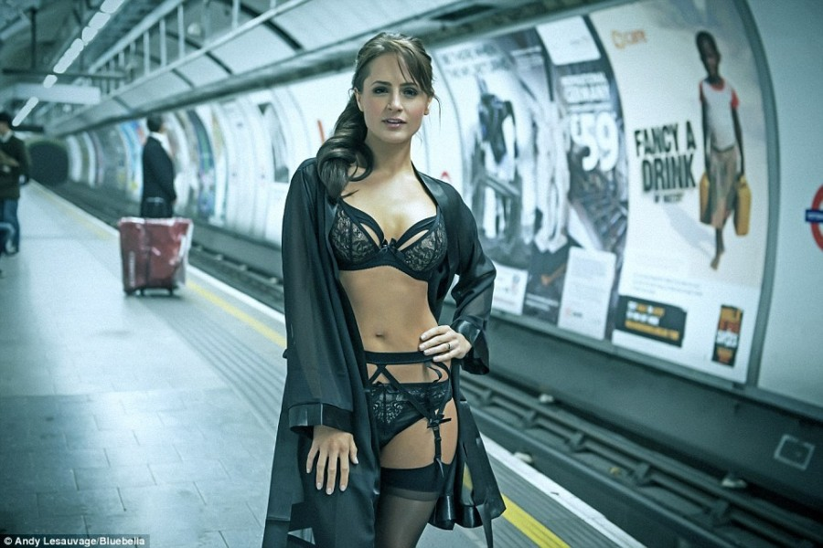 261399EA00000578-2968428-Emily_says_that_great_lingerie_gives_you_confidence_even_if_that-a-19_1424881864597
