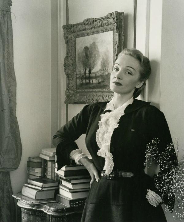 31-Марлен Дитрих в своей квартире в Нью-Йорке - 1948.jpg
