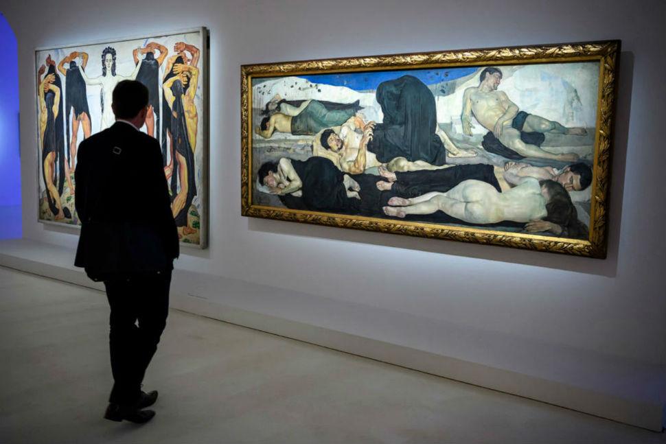 Картины Фердинанда Ходлера в музее.jpg