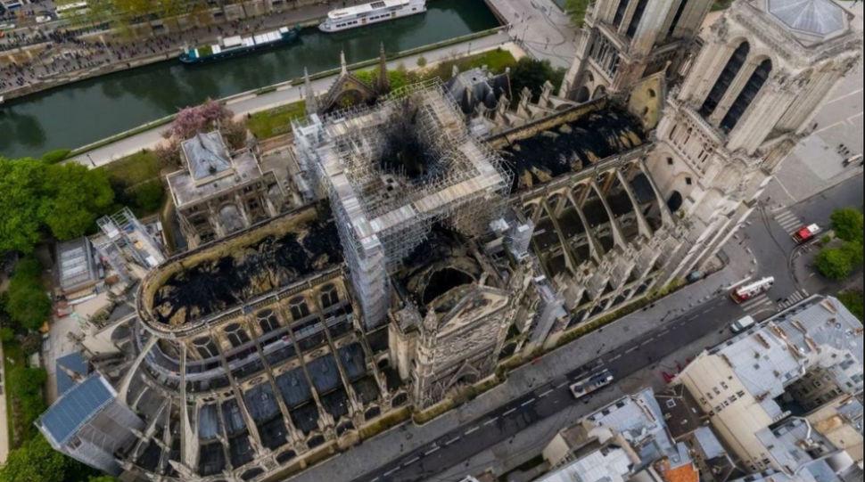 Нотр Дам после пожара.jpg