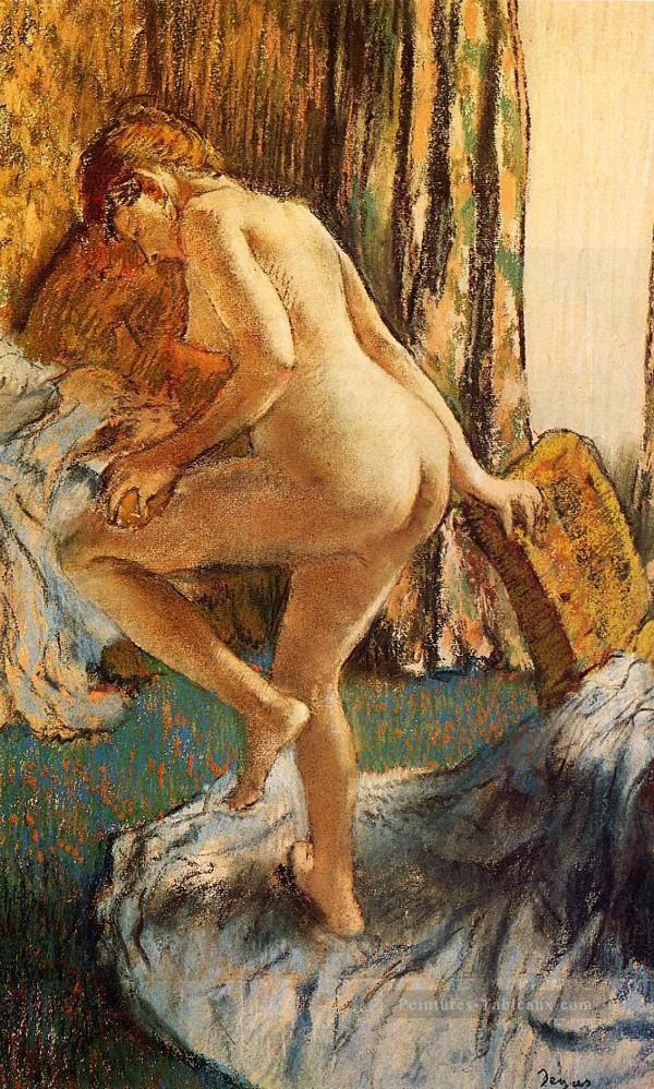 Эдгар Дега - После балета в бане.jpg