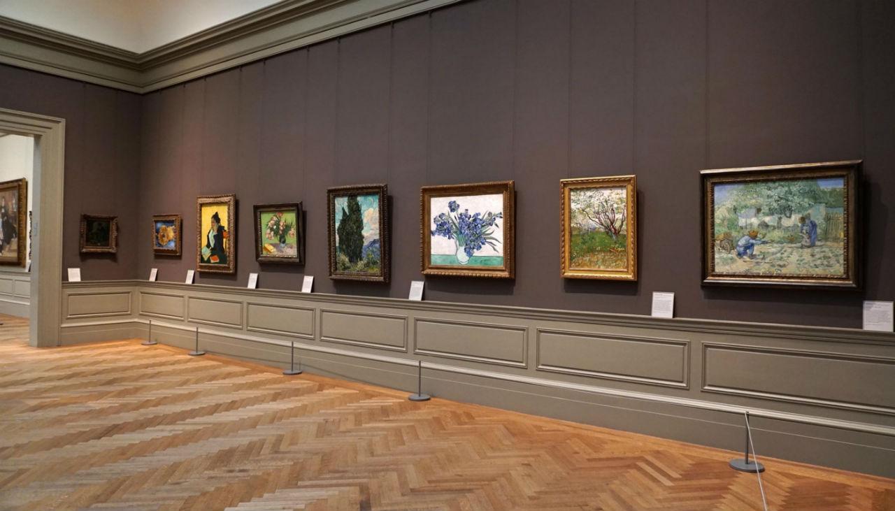1-Восемь картин Винсента Ван Гога в зале 825 Метрополитен-музея в Нью-Йорке.jpg