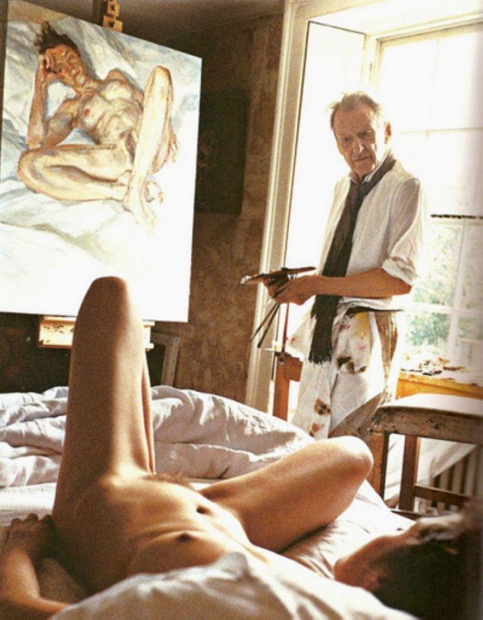 Художник рисует голую натурщицу 5 фотография