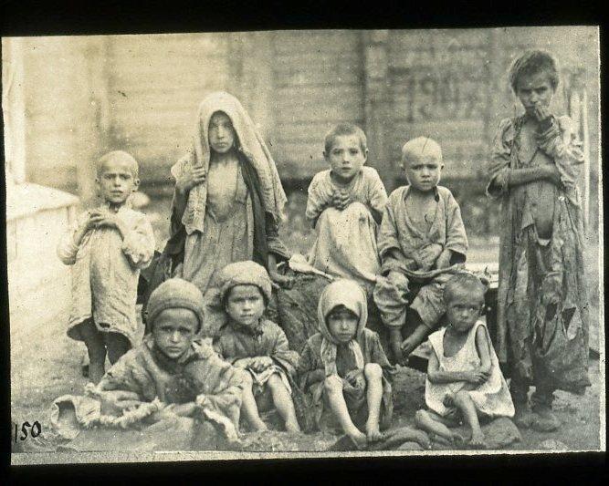 Голодающие дети-татары в Хвалынском уезде