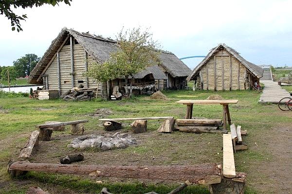 64 Волин – реконструкция домов.