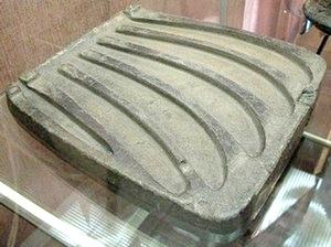 13 Литейная форма для отливки 5 серпов, бронзовый век.