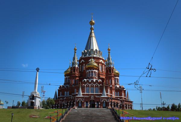 Свято-Михайловский собор летом