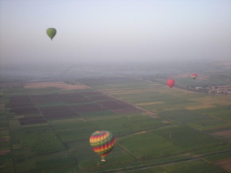 Полетать на воздушном шаре? Легко! Главное - встать пораньше!