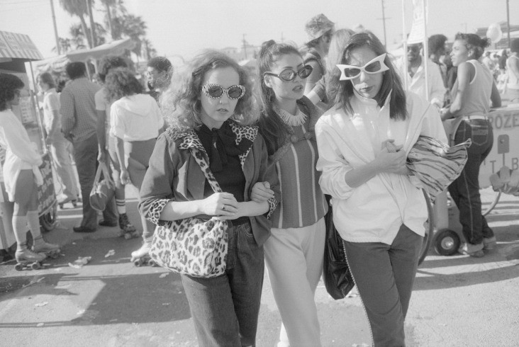 27_sfmoma_winogrand_venicebeach_1980