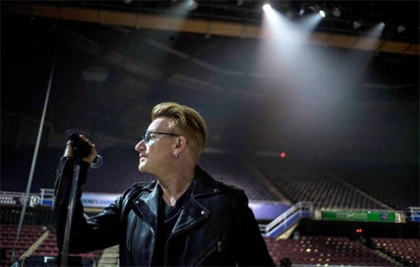 Blond Bono (click to enlarge)