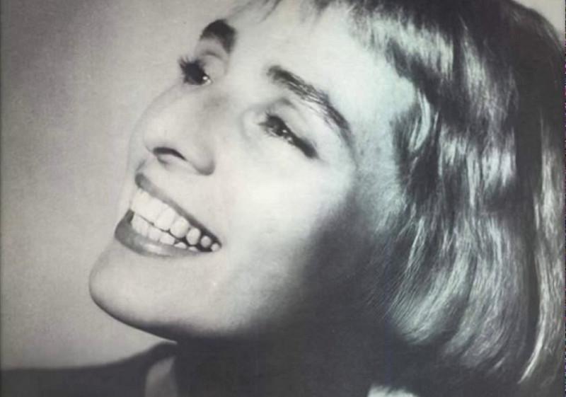 Жанна Хасановна Агузарова (род. 7 июля 1962 года) — советская и российская певица, бывшая вокалистка группы «Браво», сделавшая сольную карьеру