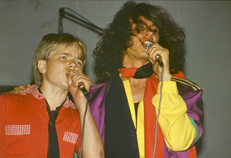 Владимир Владимирович Пресняков в 13 лет выступал с группой «Круиз», исполняя собственные песни «Старая сказка», «Красная книга», «Кошка».