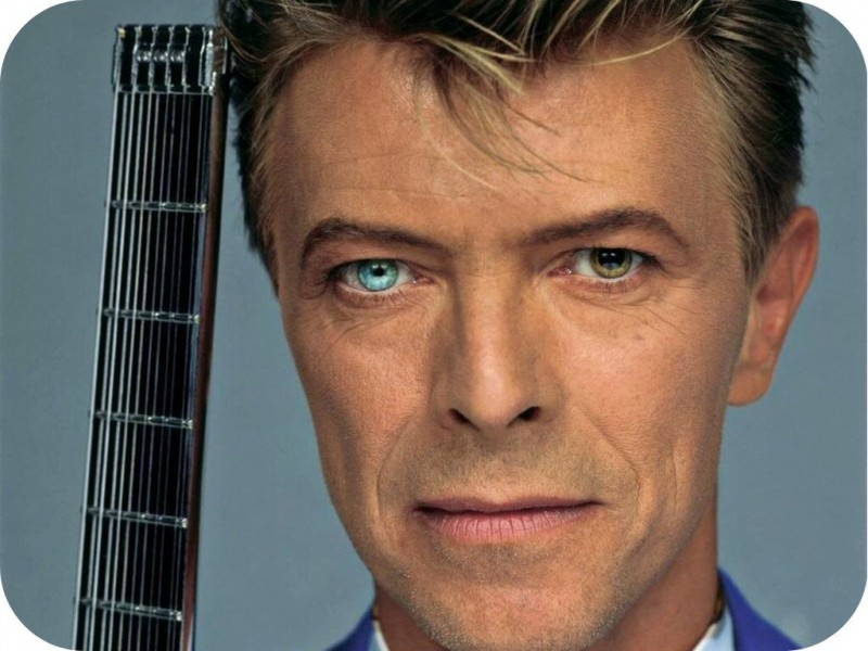 Дэвид Боуи (David Bowie; настоящее имя — Дэвид Роберт Джонс (David Robert Jones); 8 января 1947, Брикстон, Ламбет, Лондон, Англия[3] — 10 января 2016, Манхэттен, Нью-Йорк, США) — британский рок-певец и автор песен, а также продюсер, звукорежиссёр, художник и актёр. На протяжении пятидесяти лет занимался музыкальным творчеством и часто менял имидж, поэтому его называют «хамелеоном рок-музыки». При этом Боуи удавалось сохранять собственный узнаваемый стиль, успешно сочетая его с актуальными музыкальными направлениями. Боуи считается новатором, в частности, благодаря своим работам 1970-х. Он оказал влияние на многих музыкантов, был известен своим характерным голосом и интеллектуальной глубиной созданных им работ.