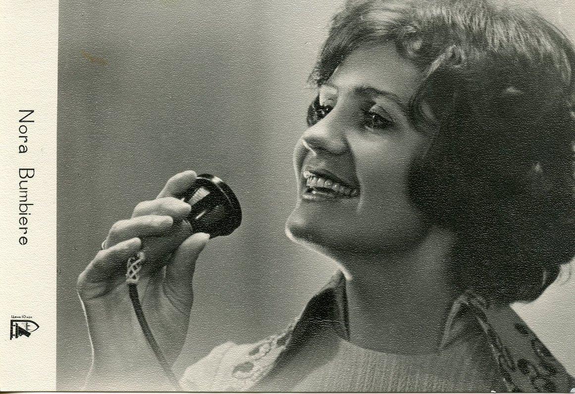 Нора Бумбиере (Nora Bumbiere; 13 марта 1947 — 12 января 1994) — советская и латвийская эстрадная певица. Была солисткой вокально-инструментального ансамбля «Modo» Латвийской филармонии под управлением Раймонда Паулса (1972—1980). С 1971 года пела в дуэте с мужем Виктором Лапченком, оба принимали участие в записи популярных альбомов Раймонда Паулса «Teic, kur zeme tā», «Kurzeme», «Jūras balss», «Nekal mani gredzenā», «Laternu stundā», «Priekšnojauta». Была участником конкурса фирм грамзаписи Международного фестиваля песни в Сопоте (1976). В 1980 году, после десятилетнего сотрудничества с Раймондом Паулсом, Нора Бумбиере ушла из ансамбля «Modo».