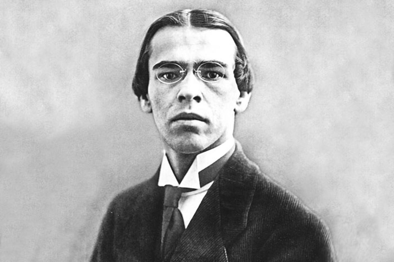 Владислав Фелицианович Ходасевич (16 (28) мая 1886, Москва — 14 июня 1939, Париж) — русский поэт, переводчик. Выступал также как критик, мемуарист и историк литературы, пушкинист.