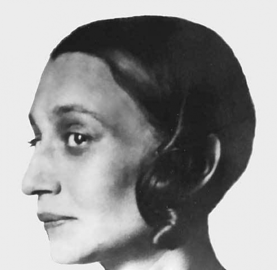 Нина Петровна Комарова, в первом браке Оболенская (1892, Москва — около 1943) — русская поэтесса-футуристка, которая публиковалась под псевдонимом Нина Хабиас.