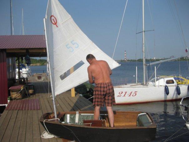 Оптимист - такая мылкшка тоже яхта