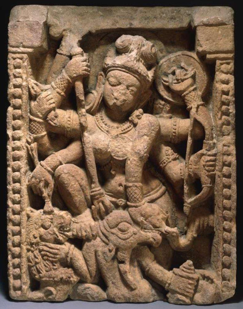 5. Дурга, поражающая быка Махишу. Одиша, Индия, 8 в. Британский музей