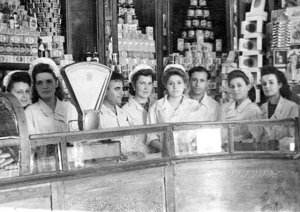Главный гастроном №7 расположен против памятника Ленину по ул.Ленина.1950 г.