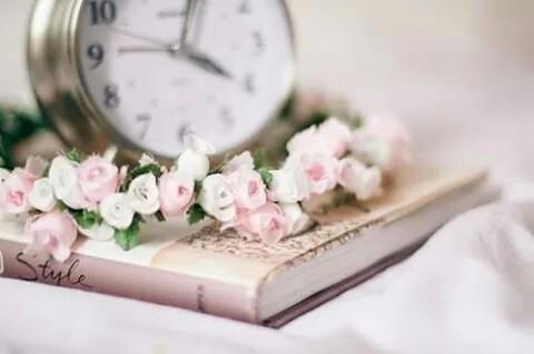 beautiful-book-clock-flowers-Favim.com-2243059